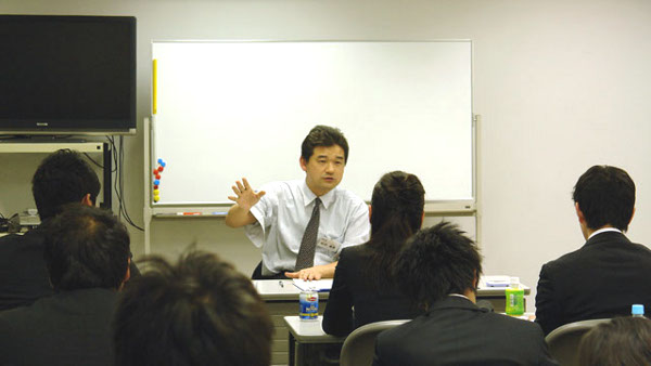 授業中の松井 康真さん